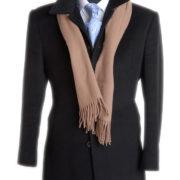Maßgeschneiderter Mantel auf Puppe